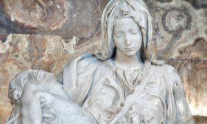 Michelangelo's Pietà in St Peter's Basilica