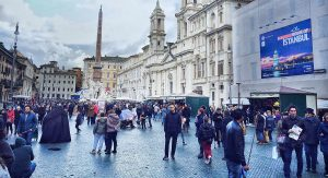 Crowds rome december Piazza Navona